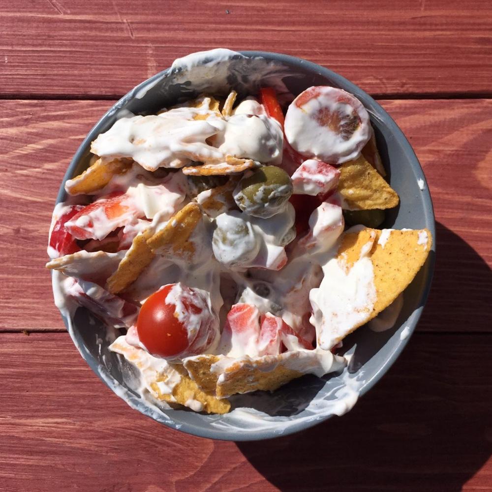 Салат с чипсами и со сметаной
